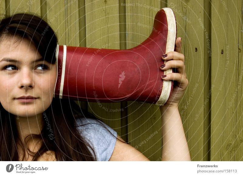 Läster-gummifon. Jugendliche lustig Bildung hören frech Telefongespräch Gummistiefel Pubertät tratschen