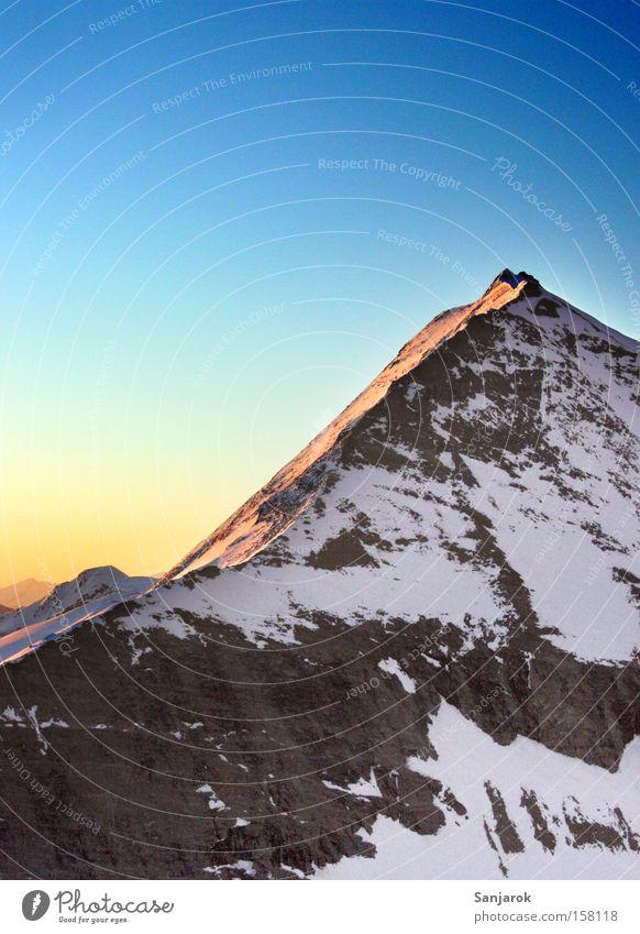 Guten Morgen Welt! Berge u. Gebirge Schnee Gipfel Felsen Felswand Bergsteigen Höhe Einsamkeit Hochgebirge Stein Berghang wandern Klettern Freiheit Alpen Fernweh
