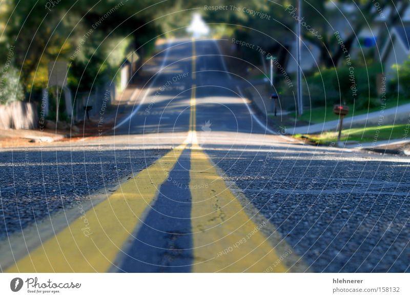 Mahoney Avenue Straße Perspektive Asphalt Mitte Verkehrsmittel gelb Straßenbelag Oberfläche Strukturen & Formen Linien gerade niemand Strukturen und Formen Weg