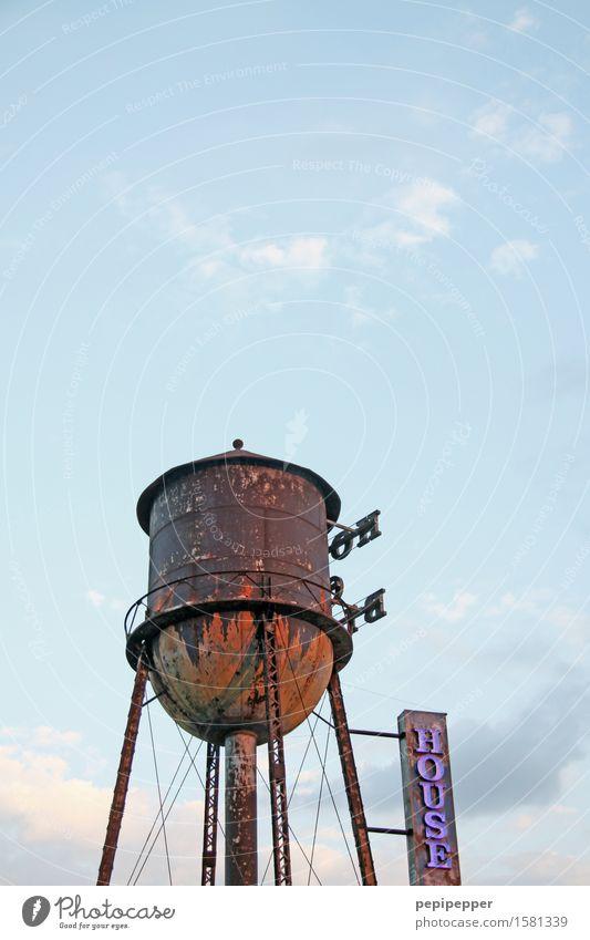 Hochwasser Himmel Ferien & Urlaub & Reisen alt blau rot Einsamkeit Wolken Senior Gebäude braun Linie Fassade Häusliches Leben Treppe dreckig Schriftzeichen