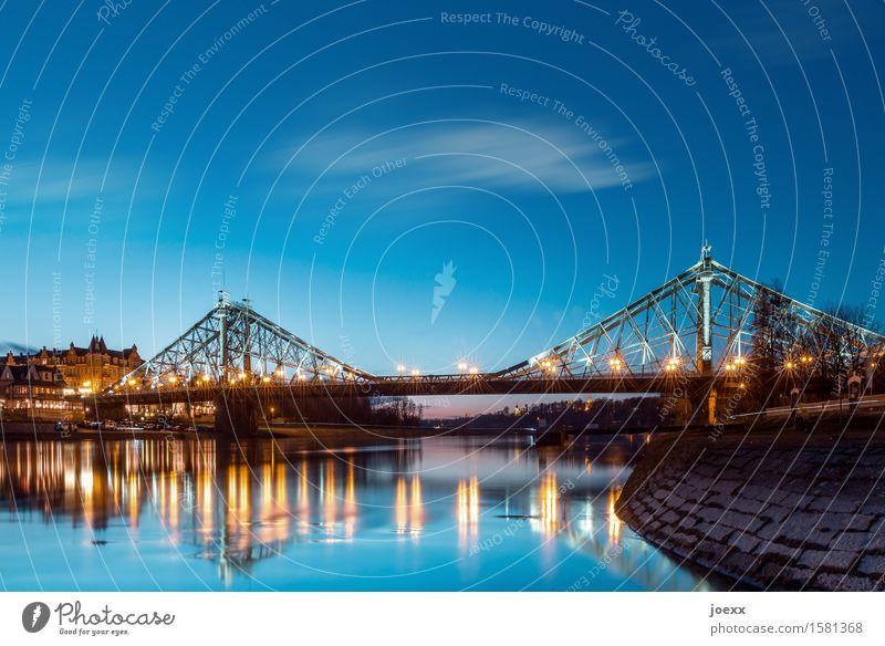 Blaues Wunder Himmel Schönes Wetter Fluss Elbe Dresden Brücke Architektur alt historisch schön Zusammenhalt Loschwitzer Brücke Farbfoto mehrfarbig Außenaufnahme