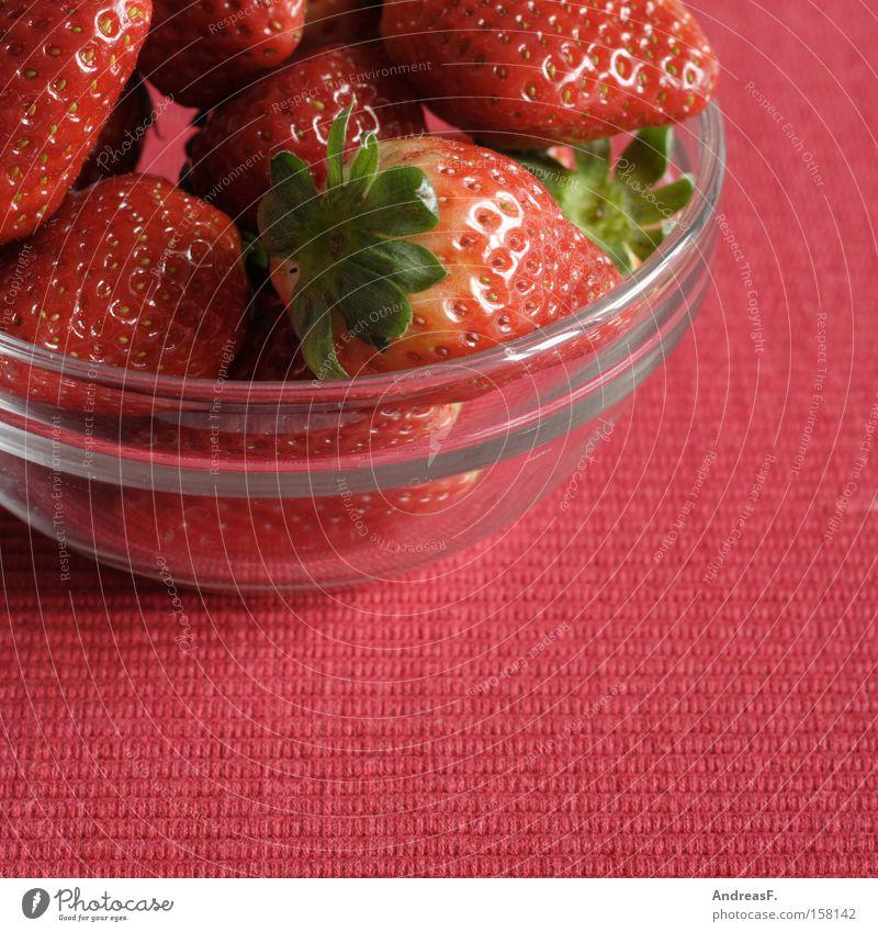 Erdbeeren rot Sommer Ernährung Frucht frisch süß reif Vitamin Schalen & Schüsseln Beeren Vegetarische Ernährung Glasschüssel