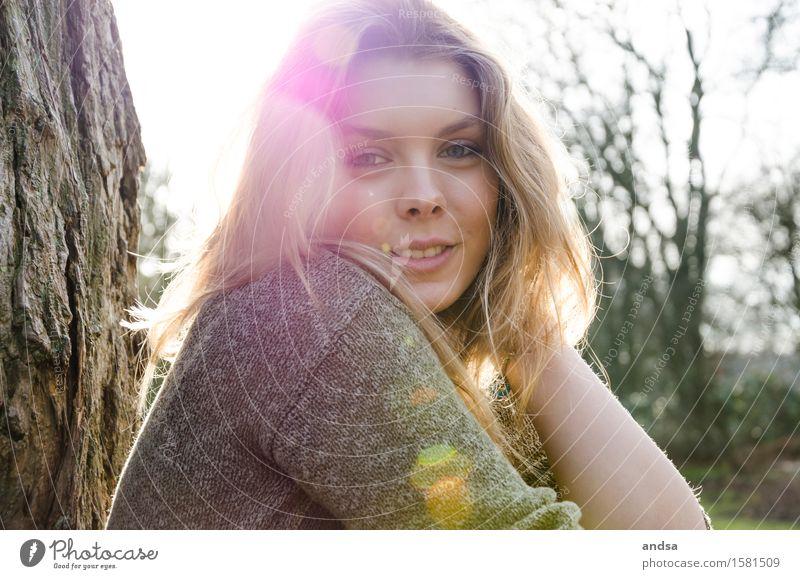 Sarah Mensch feminin Junge Frau Jugendliche Erwachsene 1 18-30 Jahre Natur Sommer Baum Sträucher Wald Hamburg Deutschland Pullover Haare & Frisuren blond