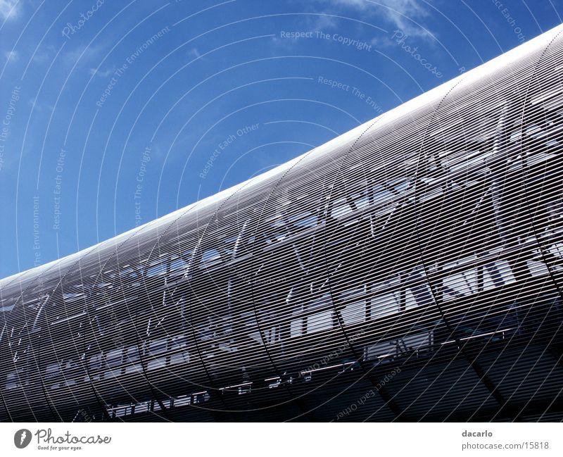 Metallwurm Flughafen Düsseldorf Architektur Brücke Himmel