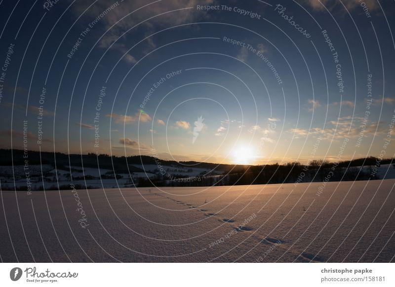 Spuren im Schnee Natur Himmel Winter Ferien & Urlaub & Reisen kalt Berge u. Gebirge Landschaft Kitsch Klarheit Sonnenuntergang Schneelandschaft Tundra