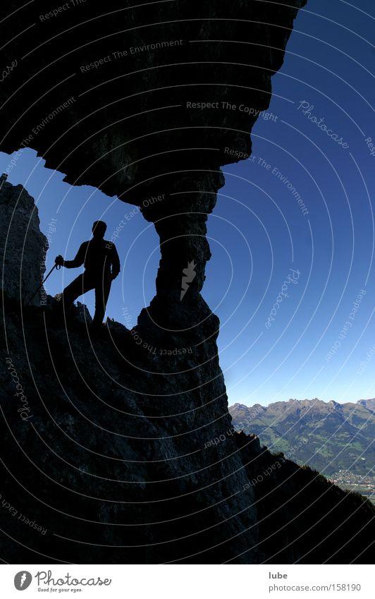 Steinloch Berge u. Gebirge Felsen wandern Bergsteiger Gipfel Loch Bundesland Vorarlberg Luft Steigung Höhle Sport Spielen Bergsteigen Felsloch drei Schwestern