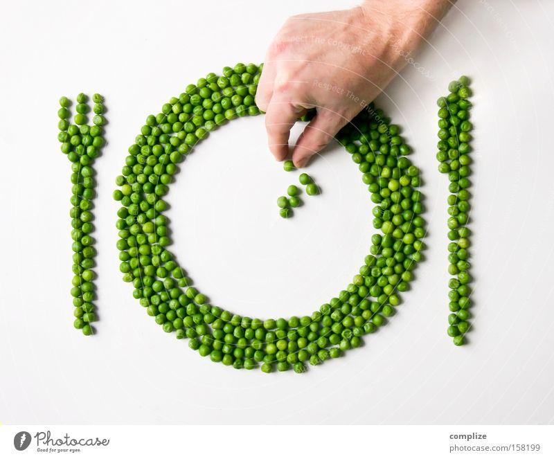 Ein Teller Erbsen Lebensmittel Besteck grün Ernährung Gesundheit Beruf Essen Speise Küche Kochen & Garen & Backen Gastronomie Kreativität Geschirr Gemüse