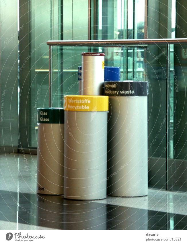 Mülleimer Müllbehälter Industrie Flughafen Düsseldorf
