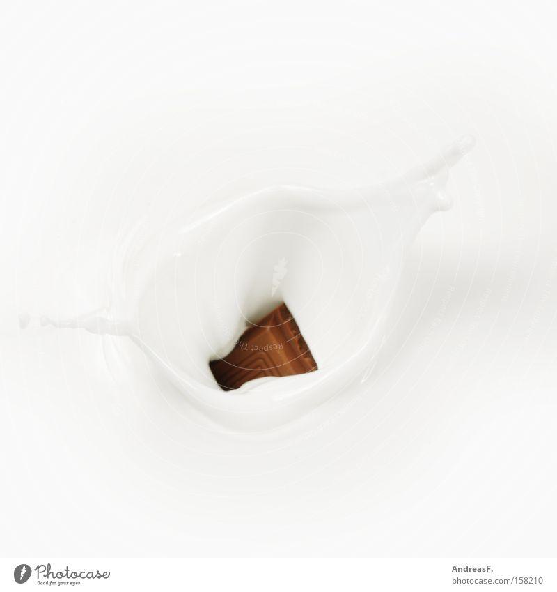 Vollmilchschoki Schokolade Milch Kakao Milchshake Teile u. Stücke Tropfen spritzen Milcherzeugnisse Ernährung Süßwaren vollmilchschokolade platschen