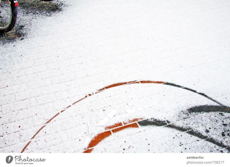 Wendekreis Winter Schnee Spielen Eis Fahrrad Verkehr Kreis Spuren Hinterhof Hof Hausmeister Schneedecke
