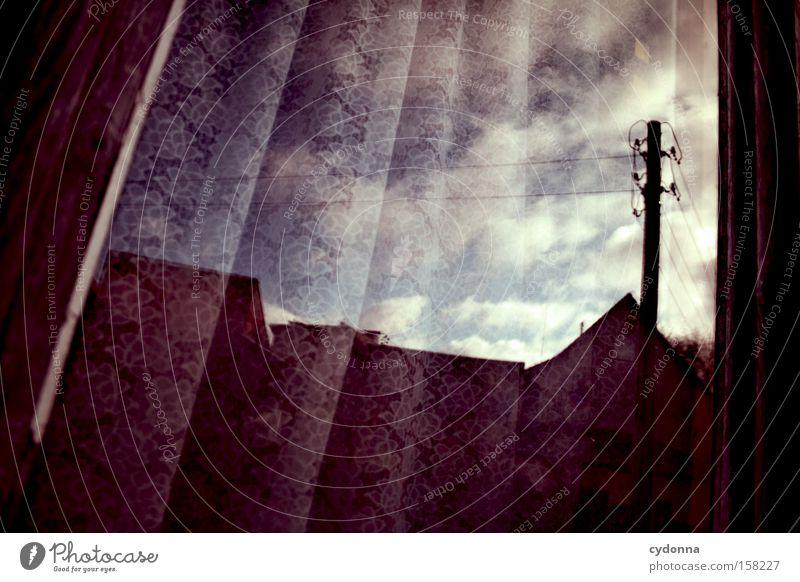 Auf'm Dorf Nostalgie Ostalgie Gardine Fenster Reflexion & Spiegelung Strommast Vergangenheit Zeit Vergänglichkeit stagnierend Romantik Falte Himmel Haus