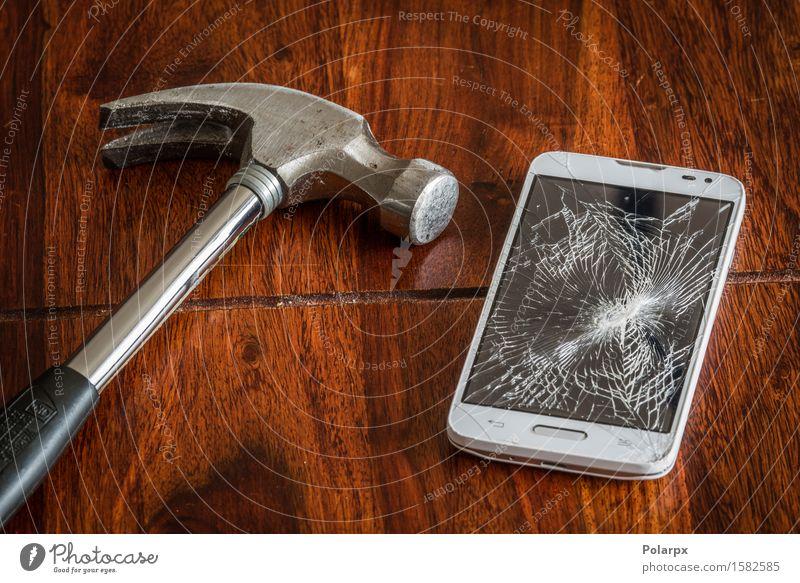Smashed Handy-Bildschirm auf einem Tisch Telefon PDA Technik & Technologie Holz modern klug schwarz weiß Zerstörung Mobile gebrochen Mitteilung Unfall