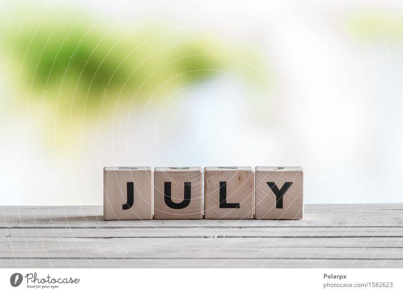 Juli-Zeichen auf einem Holztisch Sommer Spielen Menschengruppe Design Kindheit einzigartig lesen Symbole & Metaphern entdecken Kalender Wort Text bauen Entwurf