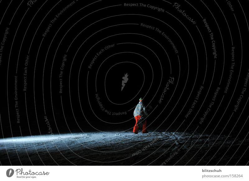 WinterMoon Snowboard Nacht Snowboarder Aktion Blitzlichtaufnahme Wintersport Night Session Hike Flashlight
