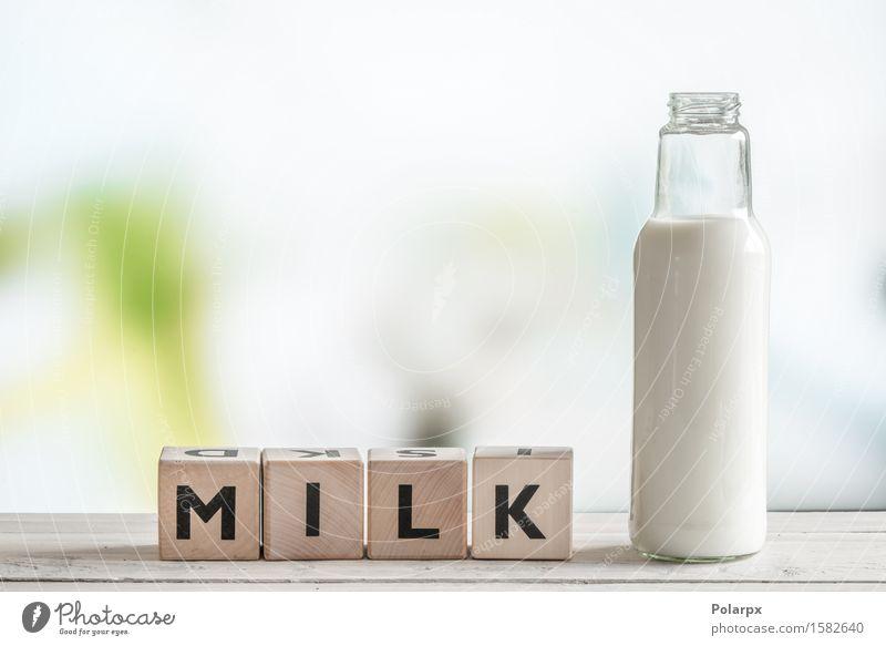 Das Wort Milch und eine Flasche alt weiß Leben natürlich Lifestyle Holz braun frisch Ernährung Aussicht Energie Tisch retro einzigartig Getränk lecker