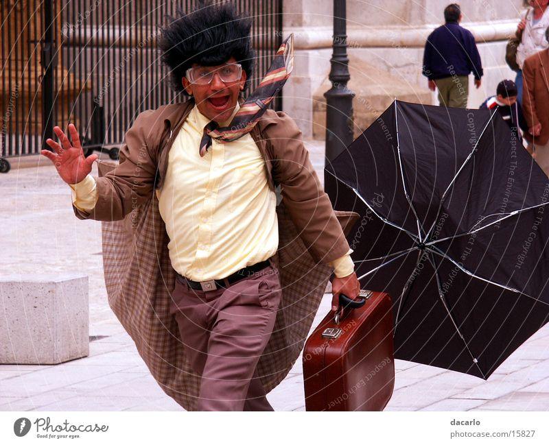 Aktionskünstler Mann lustig laufen Künstler winken