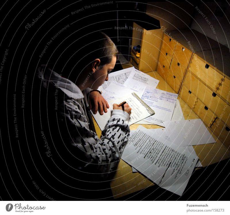 Willkommen Jugendliche weiß dunkel Arbeit & Erwerbstätigkeit Holz hell Kunst Erfolg Papier Schreibtisch Konzentration Müdigkeit Schreibstift Tisch Musik Text