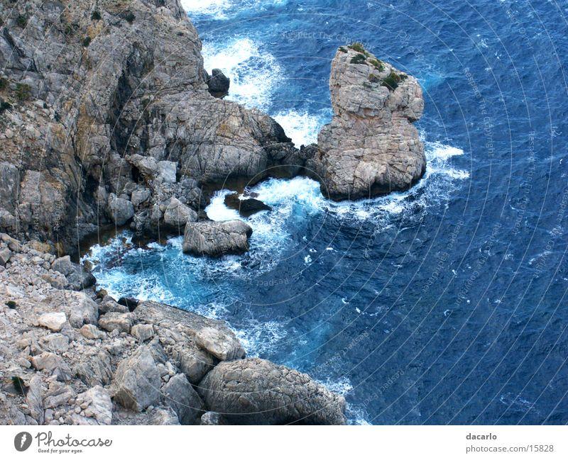 Felsenschlucht Meer blau Ferne Wellen Felsen Schlucht