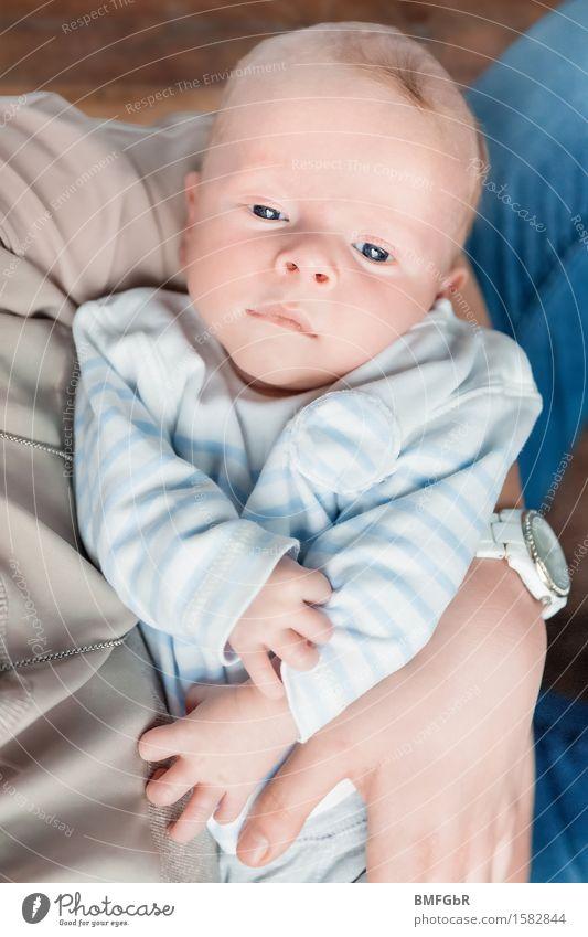 Babyglück Mensch maskulin Mutter Erwachsene Bruder Familie & Verwandtschaft Kindheit Leben 1 0-12 Monate schaukeln tragen Umarmen Gefühle Glück Zufriedenheit