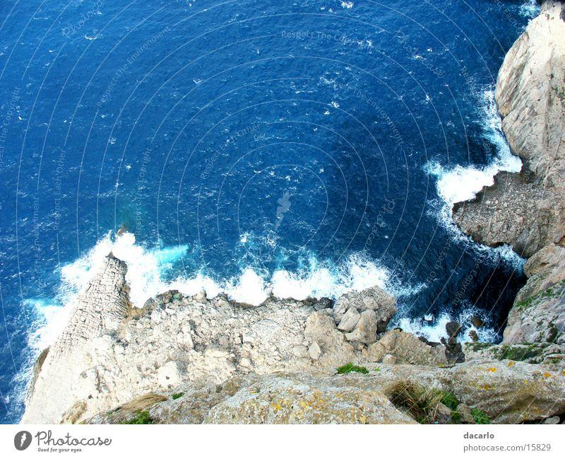 Feslenschlucht Meer blau Ferne Wellen Felsen Schlucht