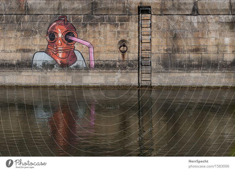 Durstiger Taucher Kunstwerk Flussufer Donau Wien Donaukanal Hauptstadt Stadtzentrum Stein Wasser braun orange Leiter Trinkhalm Wasserspiegelung Wasserstand Ebbe