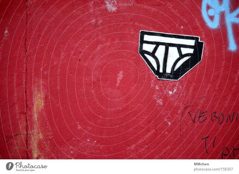 Dessous Unterhose rot weiß Graffiti gewaschen Unterwäsche Feinripp Berliner Mauer Wandmalereien Bekleidung Wahrzeichen Denkmal Dessous-Party