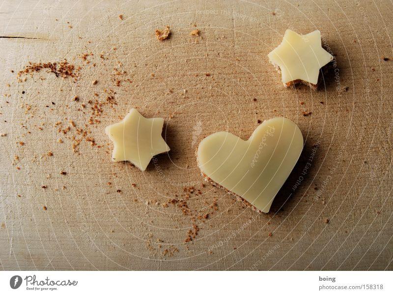 *♥* Brot Käsebrot Weißbrot Teile u. Stücke Fingerfood Amuse-Gueule Abendessen Snack Kanapee Holzbrett Schneidebrett Krümel Herz Plätzchen Valentinstag