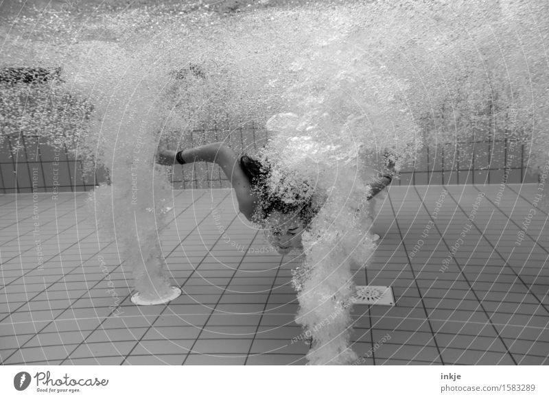 Wildwasser Lifestyle Sinnesorgane Kur Spa Schwimmbad Whirlpool Schwimmen & Baden Freizeit & Hobby Mädchen Junge Frau Jugendliche Leben Körper Gesicht 1 Mensch