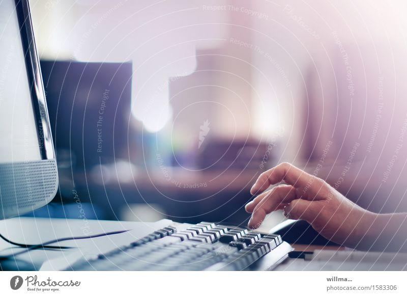 hand taps on keyboard Hand Business Arbeit & Erwerbstätigkeit Büro Kommunizieren Technik & Technologie Telekommunikation Computer Zukunft Finger Studium Bildung