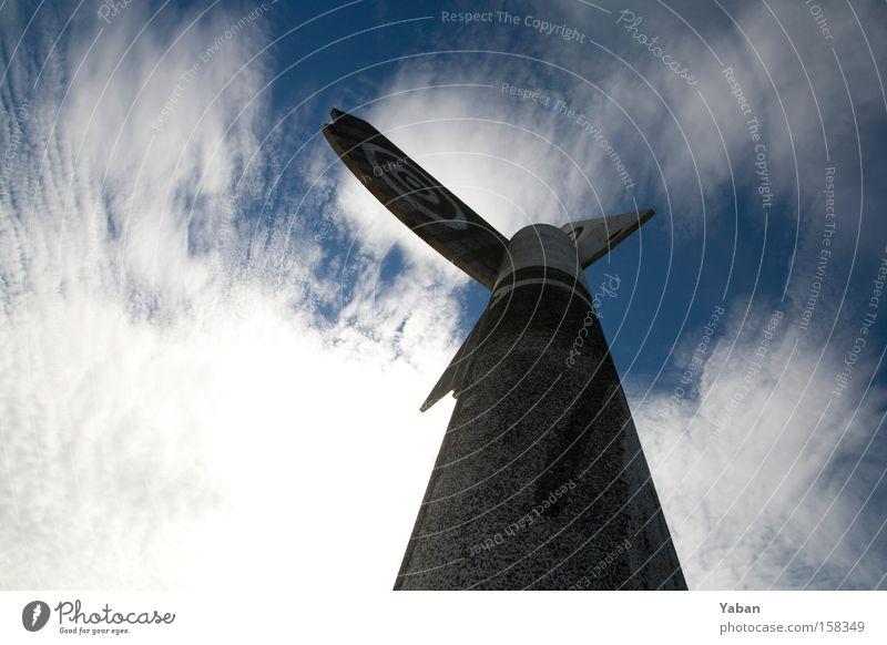 Picasso Totem Denkmal Statue Kunstwerk Schweden Weitwinkel Himmel Indianer Totempfahl Kunsthandwerk Wahrzeichen Kristinehamn Väner Väner-See