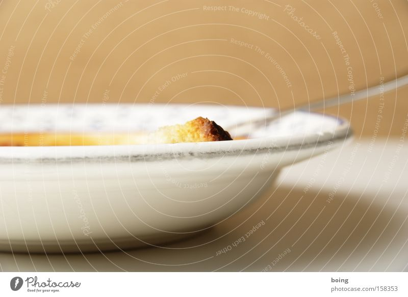 Chili con Carne Gastronomie Teller Brot Gabel Suppe Löffel Eintopf Tellerrand Suppenteller Tomatensuppe