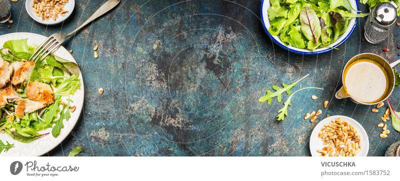 Gesundes Mittagessen Essen mit Hähnchensalat Lebensmittel Fleisch Gemüse Salat Salatbeilage Kräuter & Gewürze Öl Ernährung Abendessen Büffet Brunch Bioprodukte