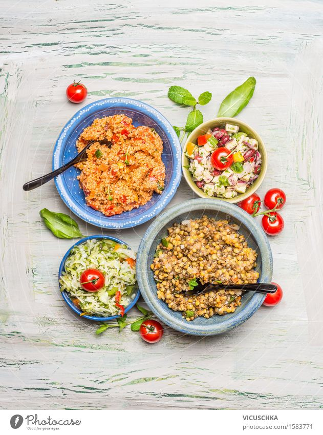 Gesunde vegetarische Salate in Schüsseln Gesunde Ernährung Leben Foodfotografie Stil Lebensmittel Design Tisch Kräuter & Gewürze Küche Gemüse Bioprodukte