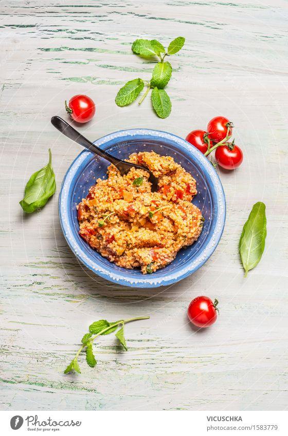 Gesunder Couscous-Salat mit Tomaten Gesunde Ernährung Leben Speise Essen Foodfotografie Stil Lifestyle Lebensmittel Design Tisch Kräuter & Gewürze Küche