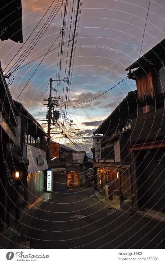 Es dämmert in Kyoto alt Himmel Stadt Wolken Straße Wege & Pfade leer Asien Ladengeschäft Japan Tradition