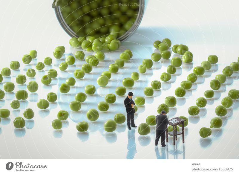 Erbsenzähler Gemüse Mensch Menschenmenge Natur Pflanze klein geizig Kontrolle Anzahl Aufsicht Behörden u. Ämter Bestand Bestandsaufnahme Bürokrat Erbsenzaehler