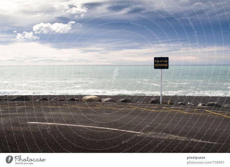 drop off zone Meer Wolken Straße Wege & Pfade Schilder & Markierungen groß Ziel Pfeil Richtung Hinweisschild parken Australien Wolkenhimmel