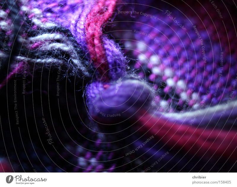 Kuscheln Schal Hals Wärme heizen frieren Wolle stricken violett rosa wickeln Decke Tuch Knoten Schlaufe Bekleidung Winter chribier