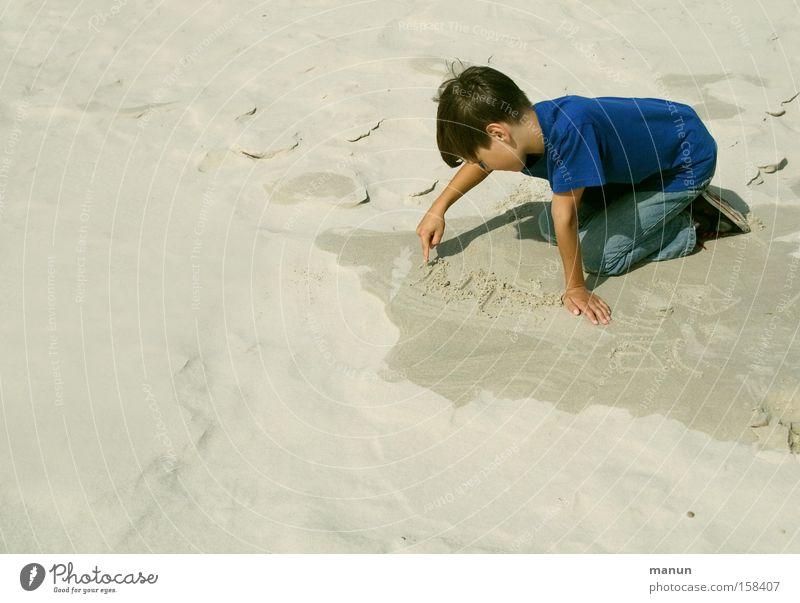 Sandfloh Kind Mensch Jugendliche Sommer Ferien & Urlaub & Reisen Strand ruhig Erholung Spielen Junge Sand Kindheit lernen Bildung schreiben Konzentration