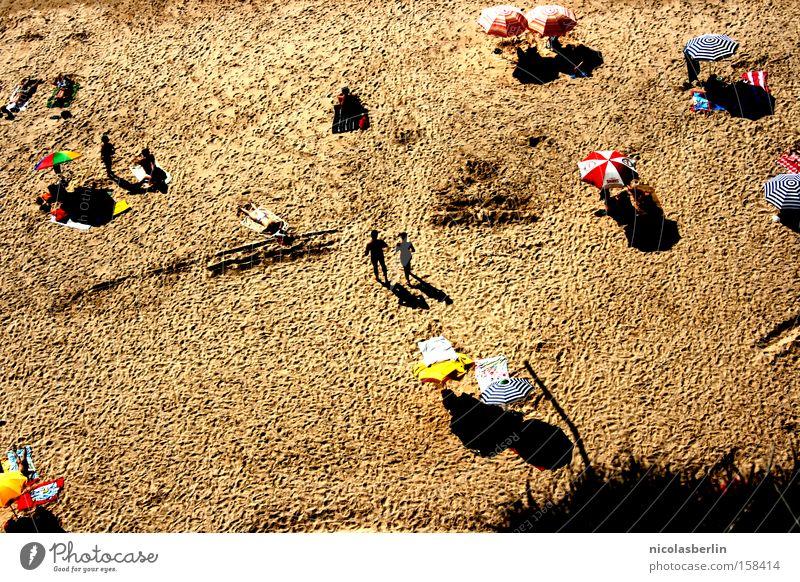 FKK Mensch Ferien & Urlaub & Reisen Meer Sommer Freude Strand Erholung Sand Paar groß paarweise Sonnenschirm Schutz