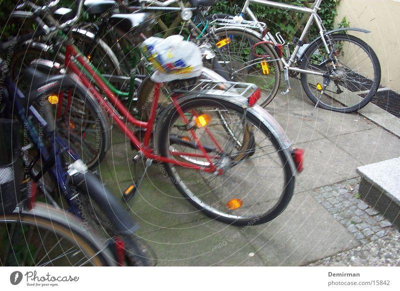 viele räder Fahrrad Verkehr fahren mehrere Ständer