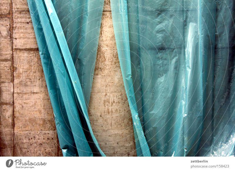 Theater Baustelle Abdeckung Bauplane Folie Versteck Verdeck Schutz Wind wehen Bewegung Politische Bewegungen hängen Vorhang Beton Detailaufnahme Handwerk