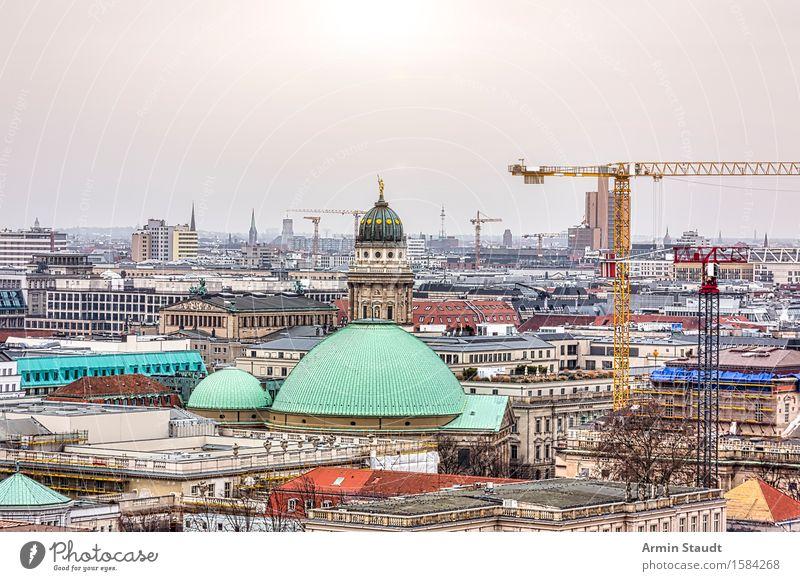Panorama Berlin mit Französischem Dom Ferien & Urlaub & Reisen Stadt alt Sonne Haus Ferne Religion & Glaube Zeit Stimmung Horizont Tourismus Kirche Baustelle