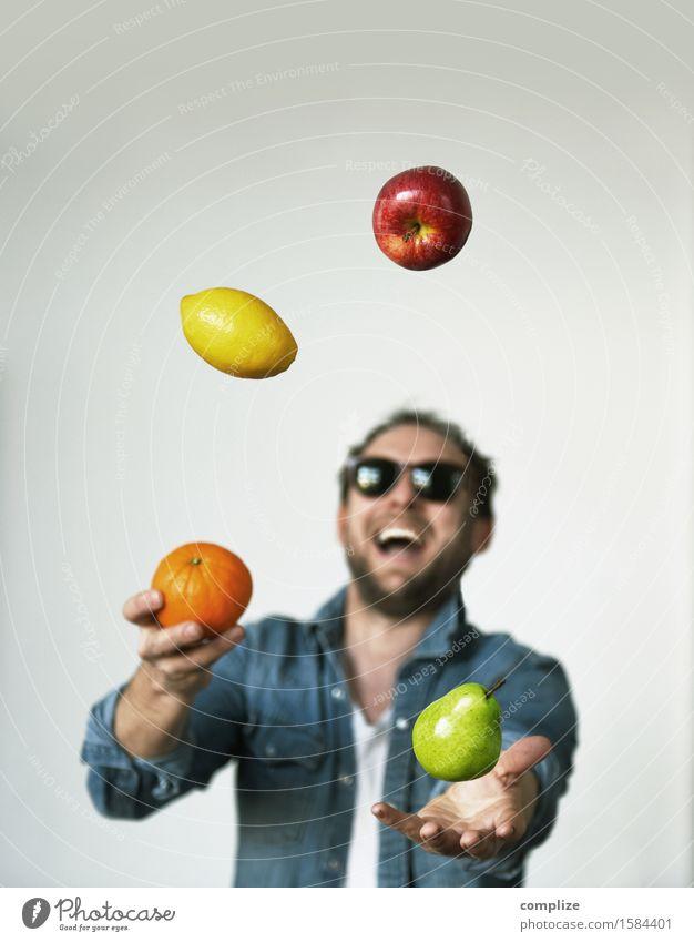 Tutti Frutti Mann Gesunde Ernährung Freude Erwachsene Leben Essen Lifestyle Gesundheit lachen Glück Lebensmittel Gesundheitswesen Frucht Orange trinken