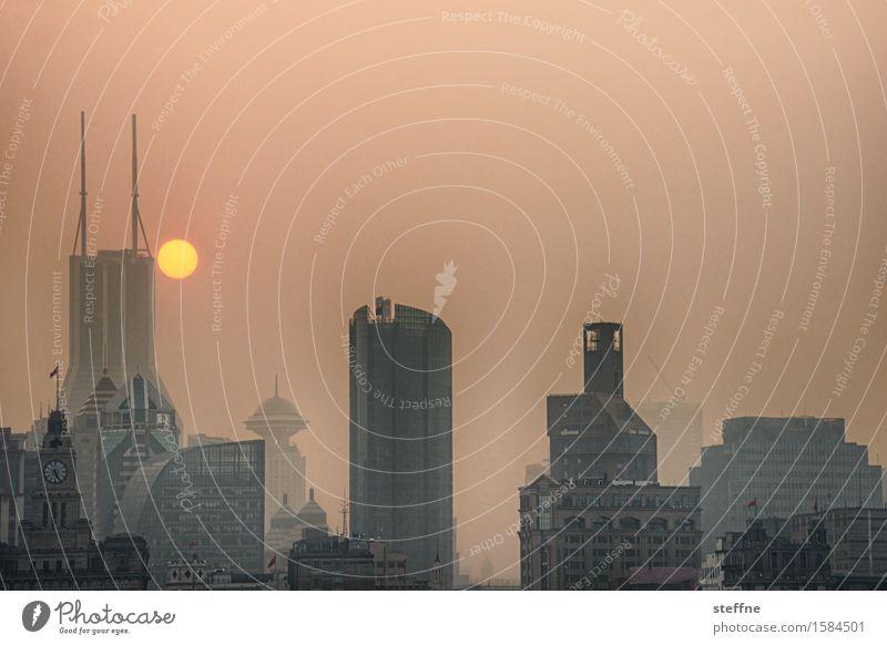 Coruscant Skyline außergewöhnlich China Sonnenuntergang Shanghai Smog Zukunft Umweltverschmutzung außerirdisch Hochhaus Farbfoto Gedeckte Farben Außenaufnahme