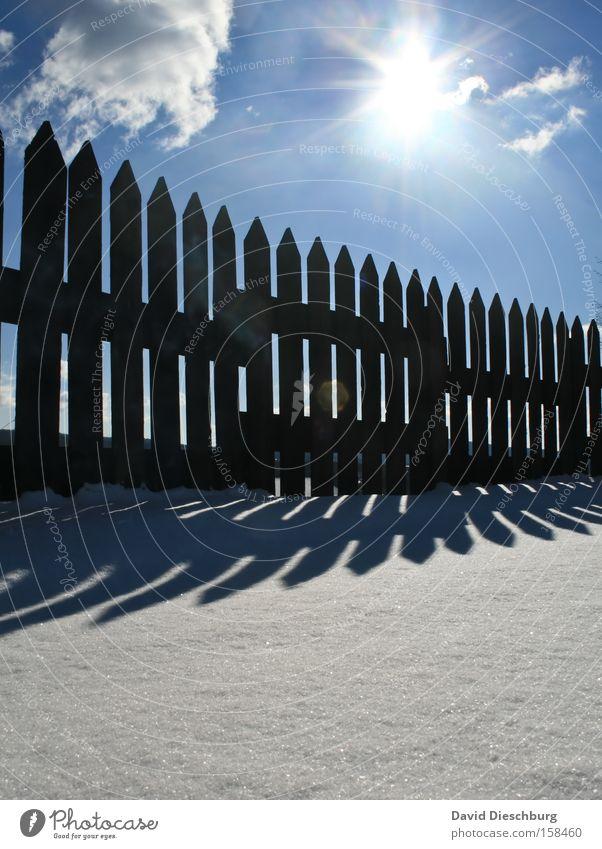 Schattenproduktionsanlage Himmel Natur blau weiß Sonne Wolken Winter schwarz Landschaft kalt Schnee Luft Schönes Wetter Zaun aufwärts malerisch