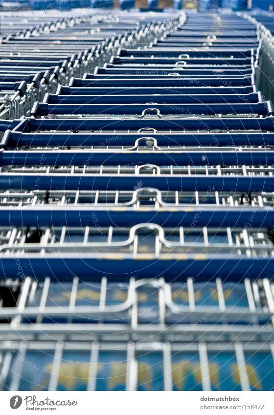 Geschlängel blau Farbe Reihe obskur silber Kette Kurve Warteschlange Einkaufswagen quer Länge geschlängelt
