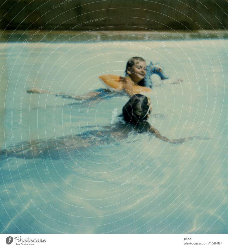 Pauschalurlaub 1973 Farbfoto Außenaufnahme Polaroid Textfreiraum unten Wegsehen Schwimmen & Baden Freizeit & Hobby Spielen Ferien & Urlaub & Reisen Freiheit