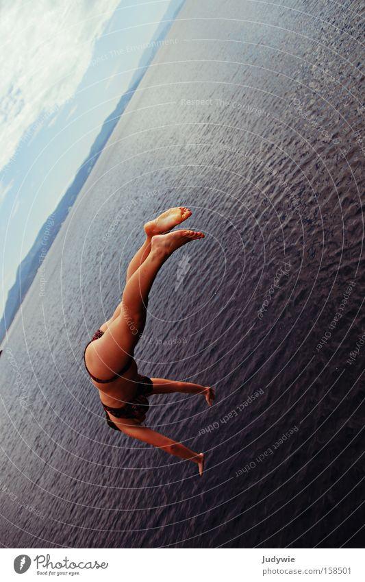 Handstand auf dem Meer Frau Wasser Sommer Freude Ferien & Urlaub & Reisen Sport springen See nass Schwimmsport Schwimmen & Baden Bikini