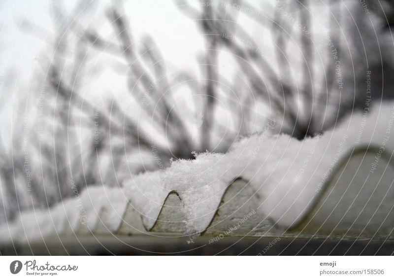 Wellblech Blech Kurve Schneedecke Winter Außenaufnahme
